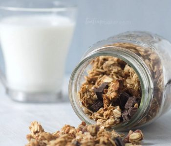 Healthy Peanut Butter Chocolate Chunk Granola is a great breakfast or after school snack | Granola Recipe