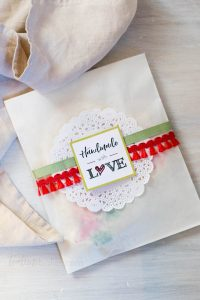 Make your holiday baking really shine with these ideas for Packaging Holiday Cookies.   Holiday Baking   Cookie Packaging   Free Printables   The Teatime Baker   #packagingholidaycookies