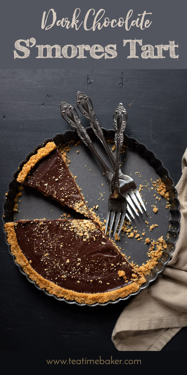 Capture the taste of fall with this delicious Dark Chocolate S'mores Tart. Smooth and creamy ganache with toasted marshmallows fills a crunchy graham cracker crust. | The Teatime Baker | S'more Tart | Ghirardelli Chocolate | Toasted Marshmallows and Dark Chocolate | S'more Dessert Recipe #darkchocolatesmorestart #smoretart #nobaketart